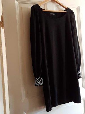 schlichtes Kleid mit tranzparenten Ärmeln