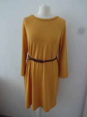 schlichtes Kleid senffarbend