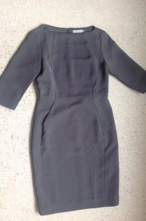 Schlichtes Kleid von COS