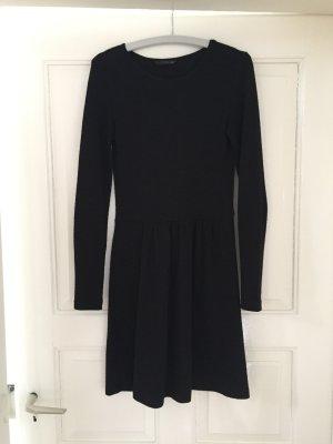 Schlichtes langärmeliges schwarzes Kleid von Only Größe XS