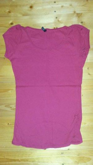 schlichtes rotes T-Shirt