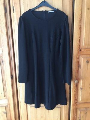 Schlichtes Schwarze Kleid