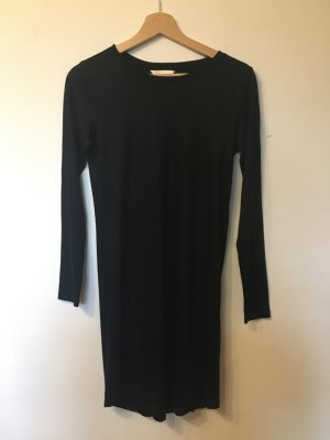 Schlichtes, schwarzes Kleid