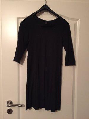 Schlichtes schwarzes Kleid!