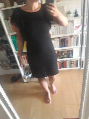 Schlichtes schwarzes Kleid Benetton