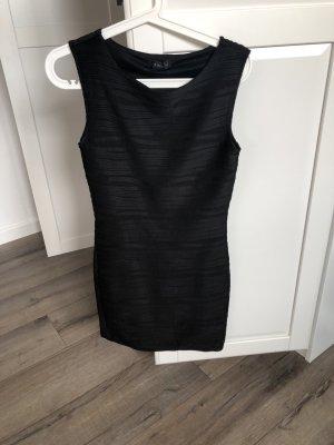 Schlichtes schwarzes Kleid gr.38