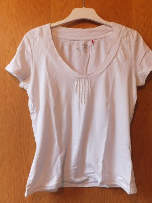 schlichtes Shirt mit schönem Ausschnitt