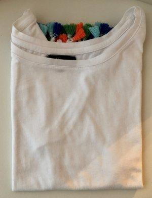 Schlichtes T-Shirt mit bunten Details
