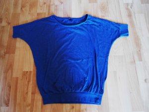 Schlichtes T-Shirt mit Gummizug unten und an den Armen