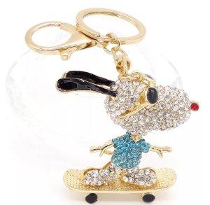 Schlüssel-/ Taschenanhänger glitzer Snooy auf Skateboard, Metall, Strass *Neu*