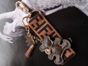 schlüsselanhänger aus Fendi ribbon mit Bar