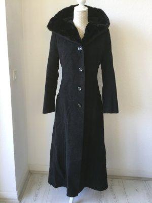 Schmal geschnittener Mantel, Eleganz mit Kapuze