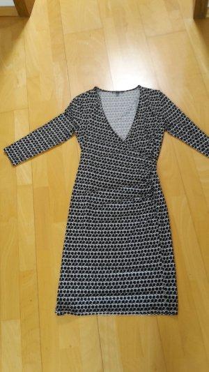 Schmal geschnittenes Kleid von Comma in Wickeloptik. Neuwertig!