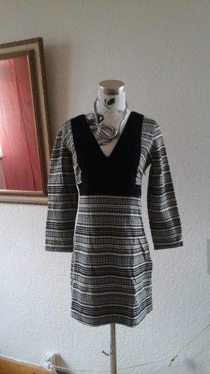 schmal geschnittenes Kleid von Zara Trafaluc