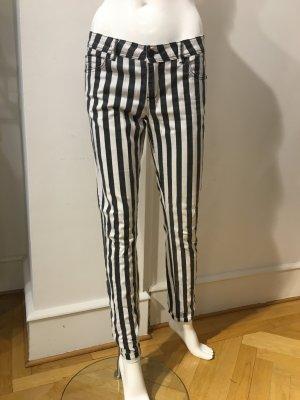 Schmale Hose mit Streifen