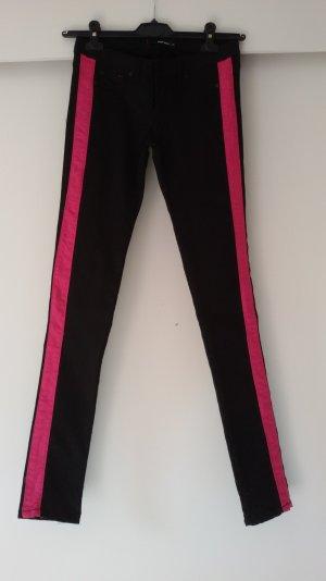 schmale Jeans mit Pinken Seitenstreifen