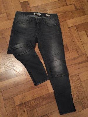 Schmale Mavi-Jeans in hellgrau mit schönen Details in Größe 31