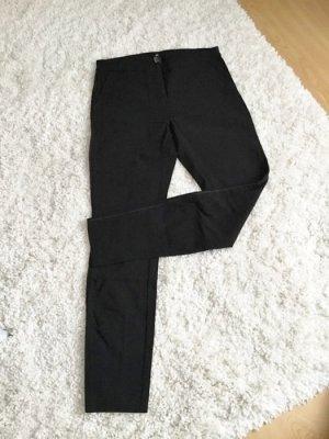 Schmale schwarze Hose aus Stretch