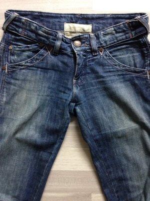 Schmale Wrangler Jeans - Größe 28/34