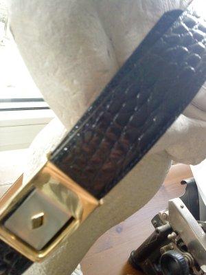 schmaler Lackgürtel schwarz in Krokoleder-Optik 85 Montfort Paris