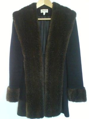 Schmaler Mantel mit Fake-Fur-Kragen