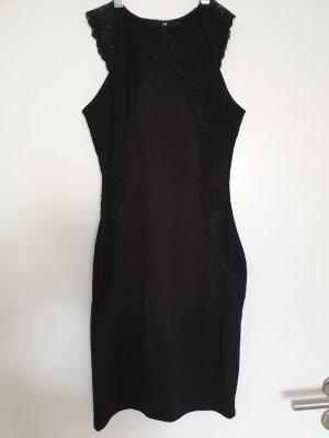 33f05cdb563 Schmeichelndes Abendkleid H M schwarz