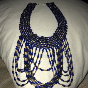 Collar azul-color oro