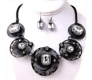 Schmuckanthony UNIKAT Luxus Statement Schmuckset Set Kette Ohrringe Metall matt Schwarz Kristall Klar Transparent