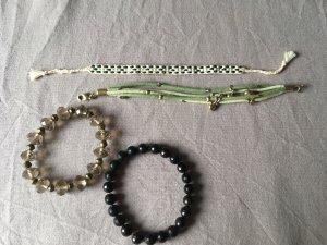Schmuckset aus 4 Armbändern in grün und schwarz u.a. mit Perlen
