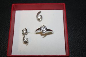 Schmuckset aus 925 Silber mit Swarovski- Steinen