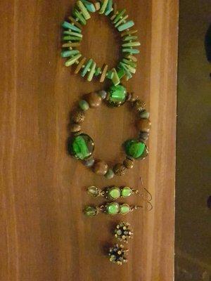 Schmuckset in verschiedenen grün Tönen