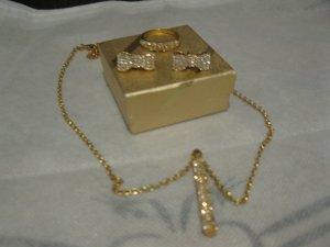 Schmuckset mit Swarovskisteinen in Gold (Kette, Ohrstecker, Ring)