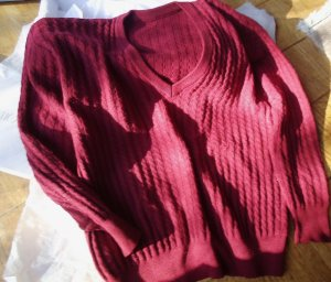 Cable Sweater dark red new wool