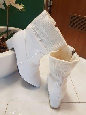 Zipper Booties white