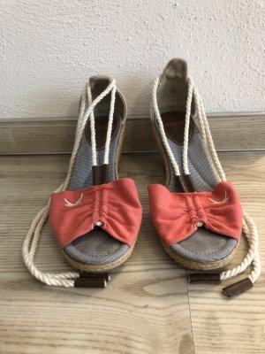 Schnür-Keilabsatz-Schuhe