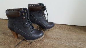 Schnür-Stiefeletten in schwarz