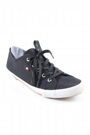 Schnürschuhe schwarz schlichter Stil