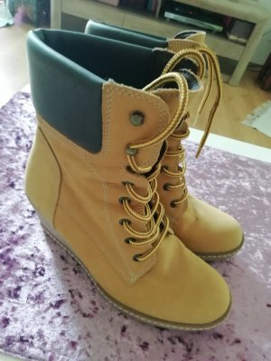 Catwalk Lace-up Booties sand brown