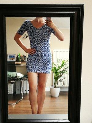 schön geschnittenes Jerseykleid mit Rückenausschnitt