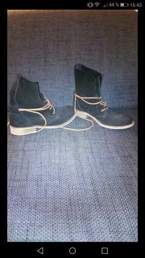 Schöne Ankle Boots in schwarz