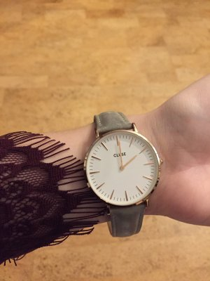 Schöne Armbanduhr von Cluse in Grau mit weiß rosegoldenem Zifferblatt