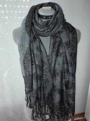 Schöne, attraktive Schal in Silber-schwarz-grau Farbe aus Wollmischung.