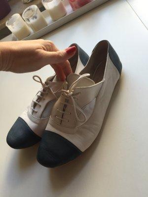 Schöne ausgefallene Schuhe - an der Seite offen kaum getragen Größe 38