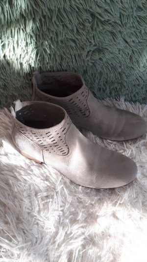 Graceland Cut Out Booties light grey