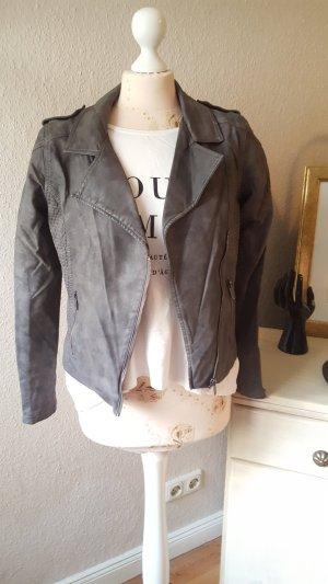 schöne Biker-Jacke aus Kunstleder