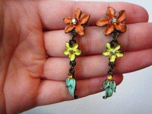 Schöne Blumen-Ohrringe