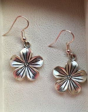 Schöne Blumen Ohrringe, neu