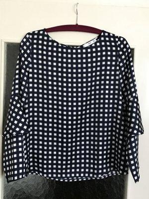 Schöne Bluse mit Print von Mango Suit. Volants-Details an den Ärmeln.