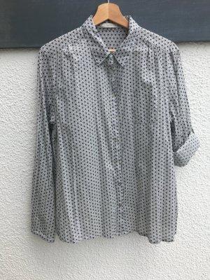 Schöne Bluse mit raffiniertem Muster