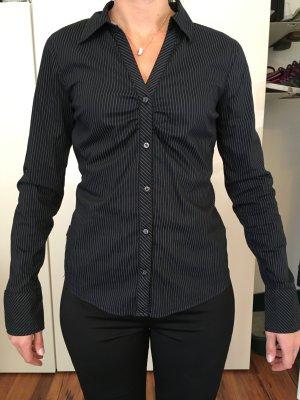 Schöne Bluse mit Raffung